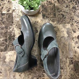 CLARKS gray bendables shoe